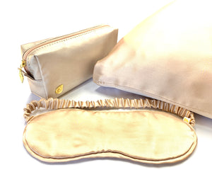 Anti-wrinkle sleeping set. Silk eye mask and pillow case. Silk is the best material to touch your face. Shop now at Travelleaf.