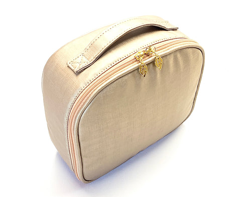 Best toiletry bag. Carry all your creams, shampoo, hygiene products and face products.