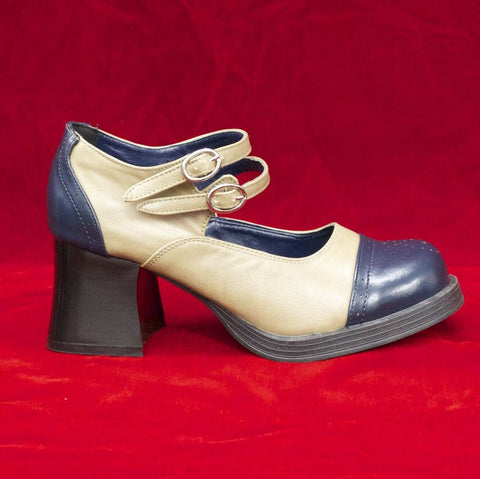 Medallion double strap pumps 1700010