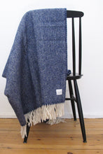 Laden Sie das Bild in den Galerie-Viewer, Woolen Throw Pick Stitch Redstone