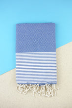 Laden Sie das Bild in den Galerie-Viewer, Hamam Blanket Honeycomb Stripe ocean blue