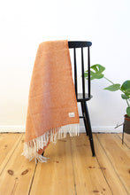 Laden Sie das Bild in den Galerie-Viewer, Woolen Throw herringbone terracotta