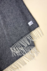 Woolen Throw herringbone anthracite