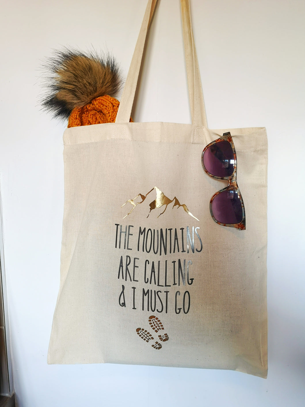 'The mountains are calling and I must go' Tote Bag