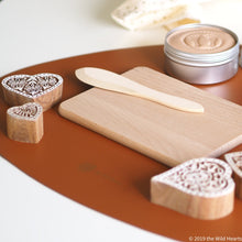 the Wild Hearts wooden tool set for playdough rolling pin, spatula and board redskaber sæt til modellervoks rullerpind, spatel og bræt