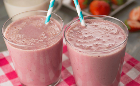 Shakes with organic strawberry WPC.