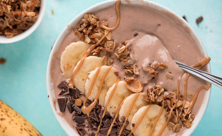Smoothie bowl with organic chocolate WPC.