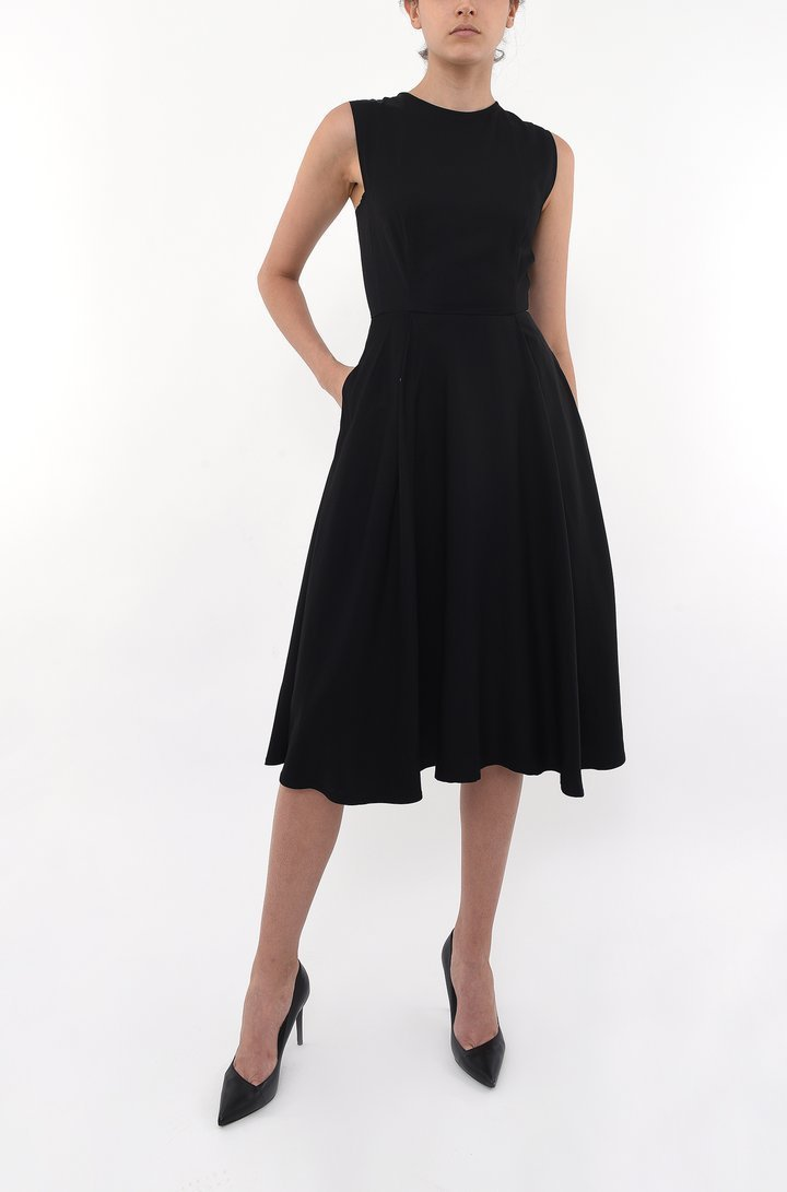 CREW NECK FITTED SWING DRESS | BLACK