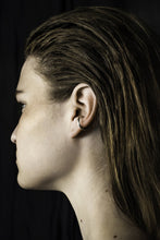 Load image into Gallery viewer, Single ear cuff Earrings from Little Wonder curated by pu·rist
