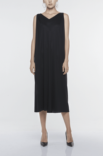 V-NECK SLIP-ON LONG DRESS Dresses from akinn curated by pu·rist