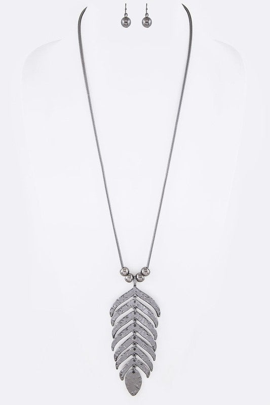 Palm Leaf Textured Pendant Necklace Set