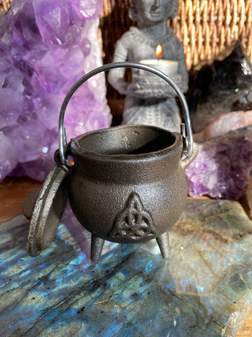 Small Triquetra Celtic Knot Cast Iron Cauldron