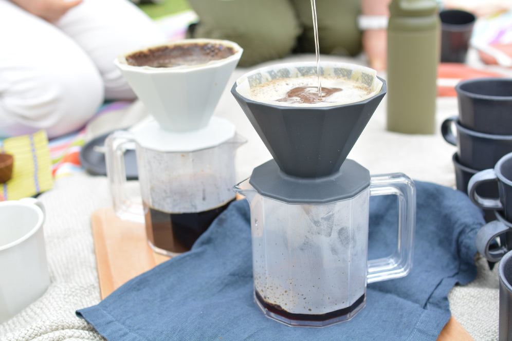 Brewing coffee with ALFRESCO coffee brewer