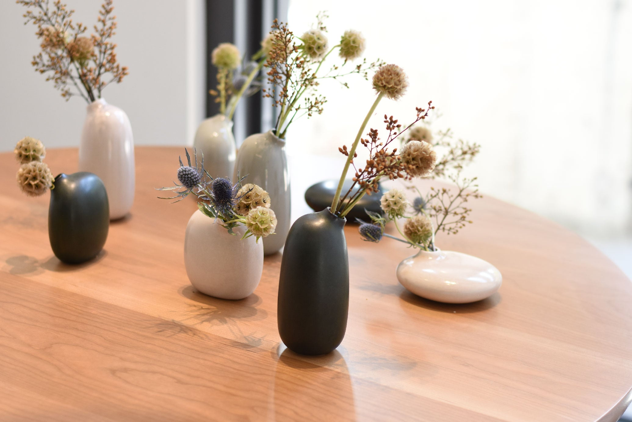 Dried flowers in SACCO vase porcelain on display table