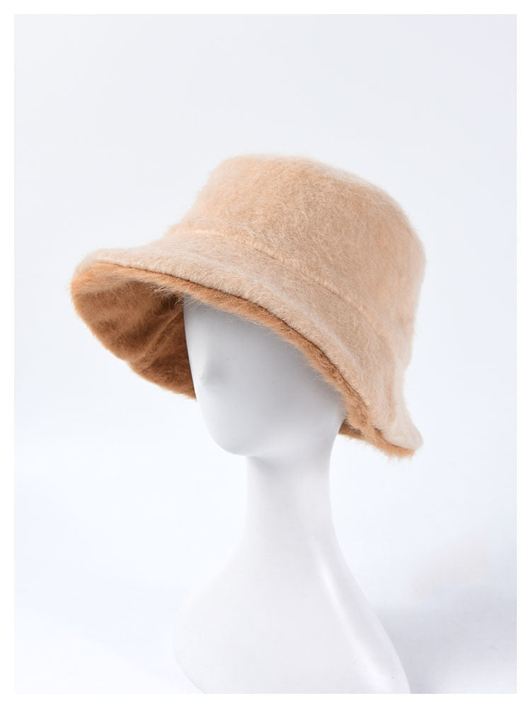 FUZZY BUCKET HAT