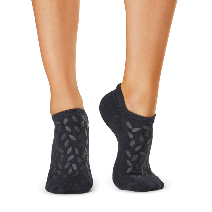 The Barre Code x Tavi Noir Low Rise Petal Bliss Grip Socks