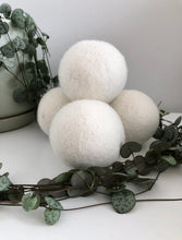 Load image into Gallery viewer, NZ wool dryer balls