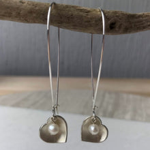 Load image into Gallery viewer, Cream Pearl Heart Earrings