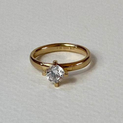 14ct Gold Ring with Simulated Diamond