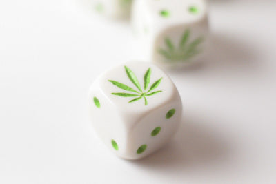 New Set of Six Sided D6 16mm Marijuana dice Die White with Green Pips 420 RPG