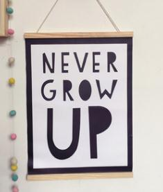 Plakat i Træramme - Never Grow Up plakat