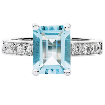 18CT AQUAMARINE AND DIAMOND ROBERTSON RING