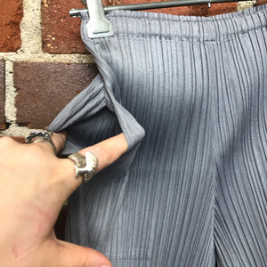 PLEATS PLEASE cropped pants