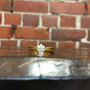 18ct and 7 diamonds flower ring
