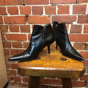 CALVIN KLEIN pointy sexy leather boots 38.5