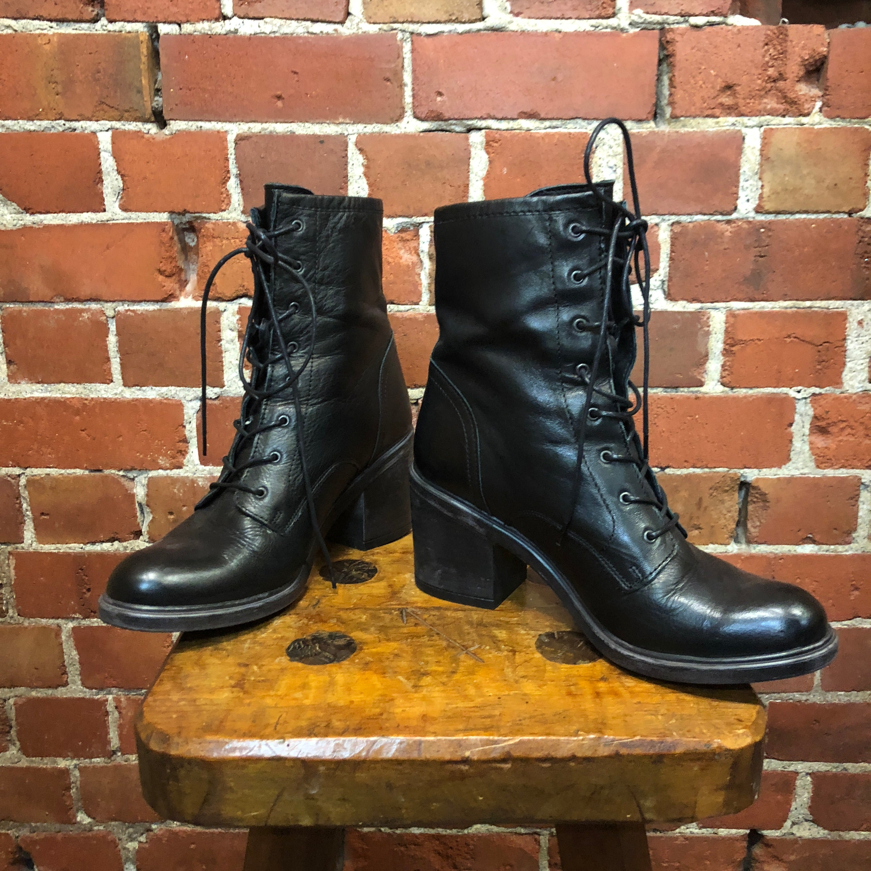 BULLDOG lace up leather boots 39
