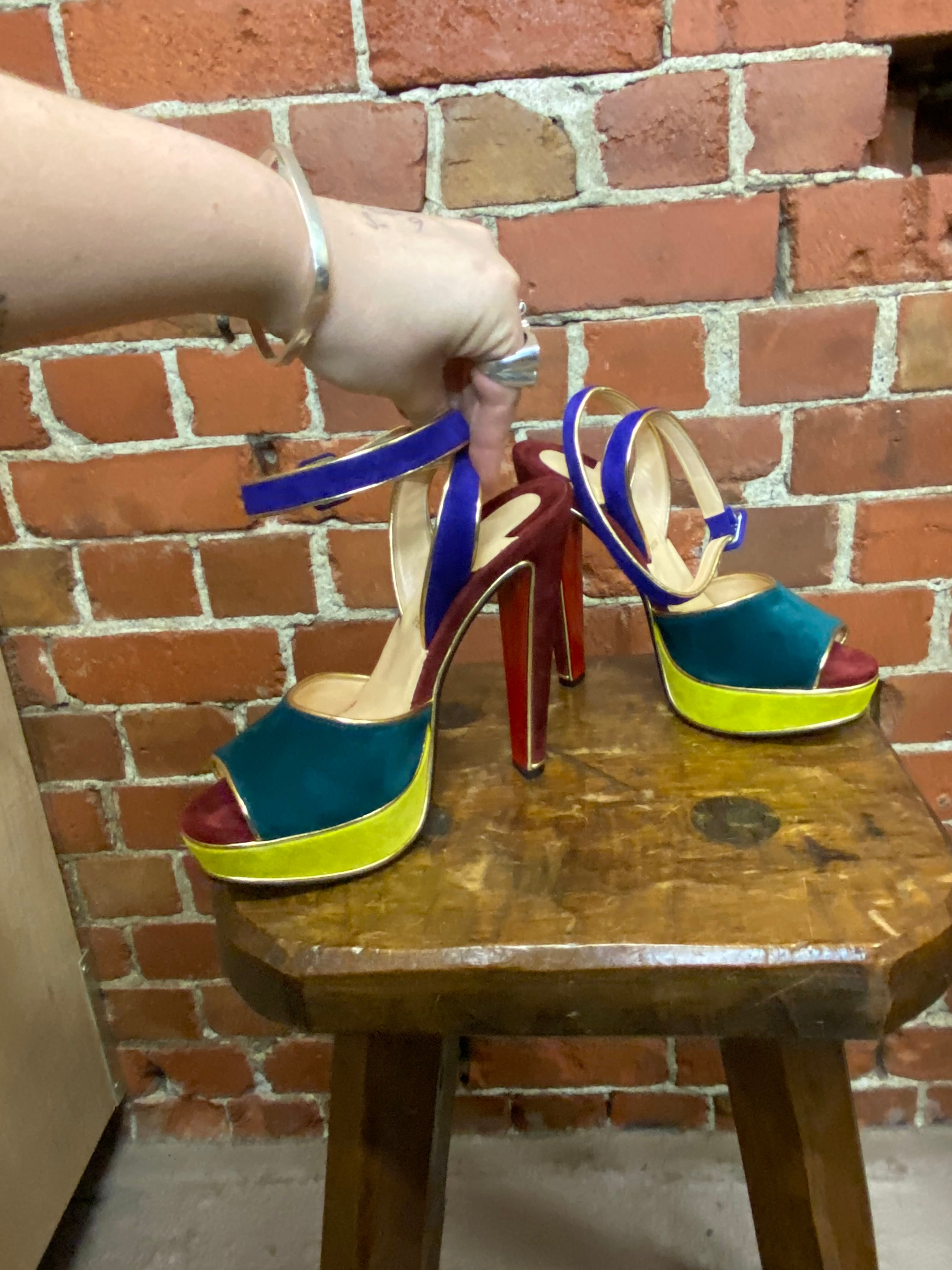 CHRISTIAN LOUBOUTIN SUEDE HIGH HEELS 39