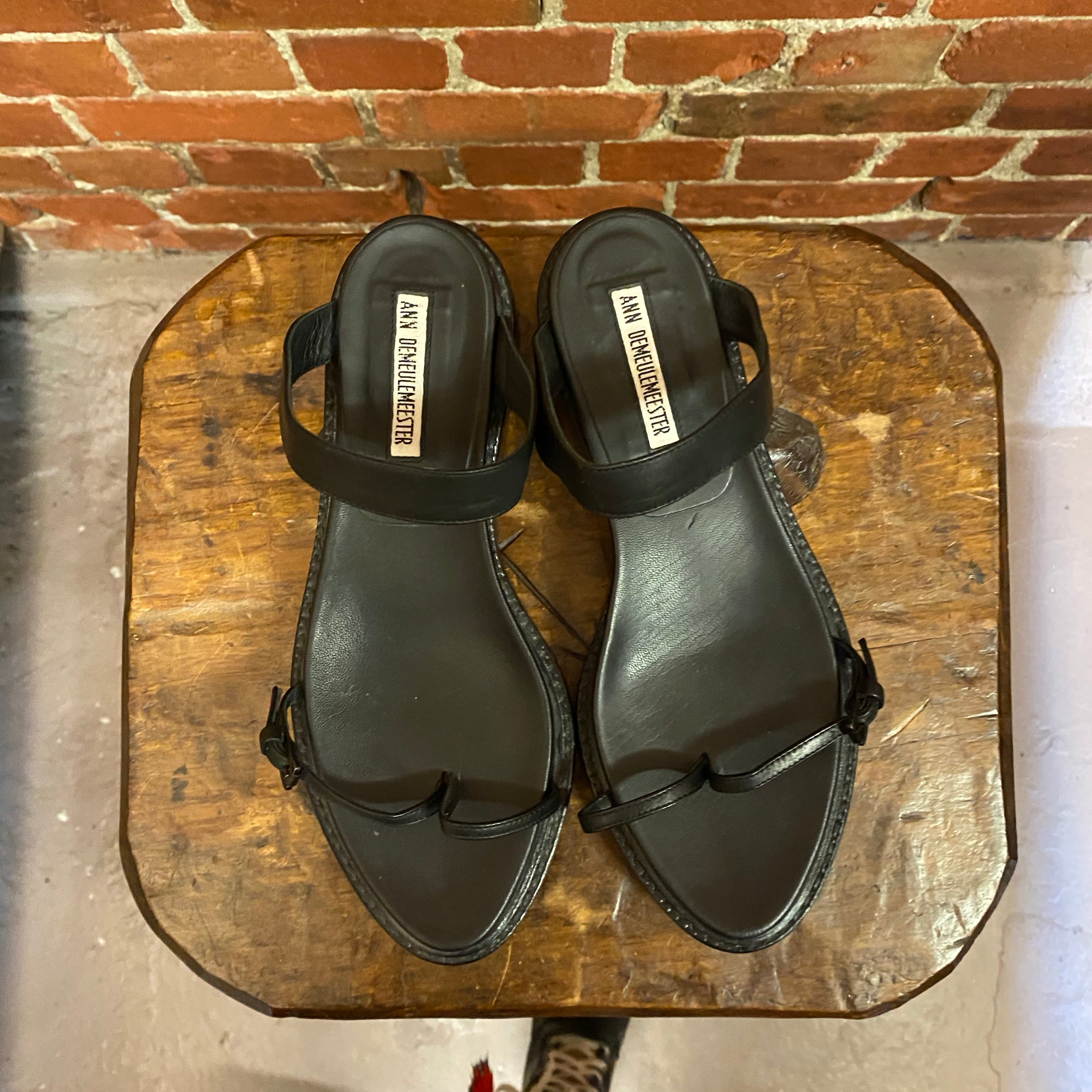 ANN DEMEULEMEESTER leather sandals 37