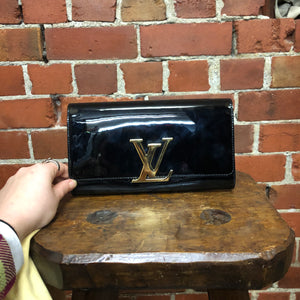 LOUIS VUITTON Louise Noir patent clutch