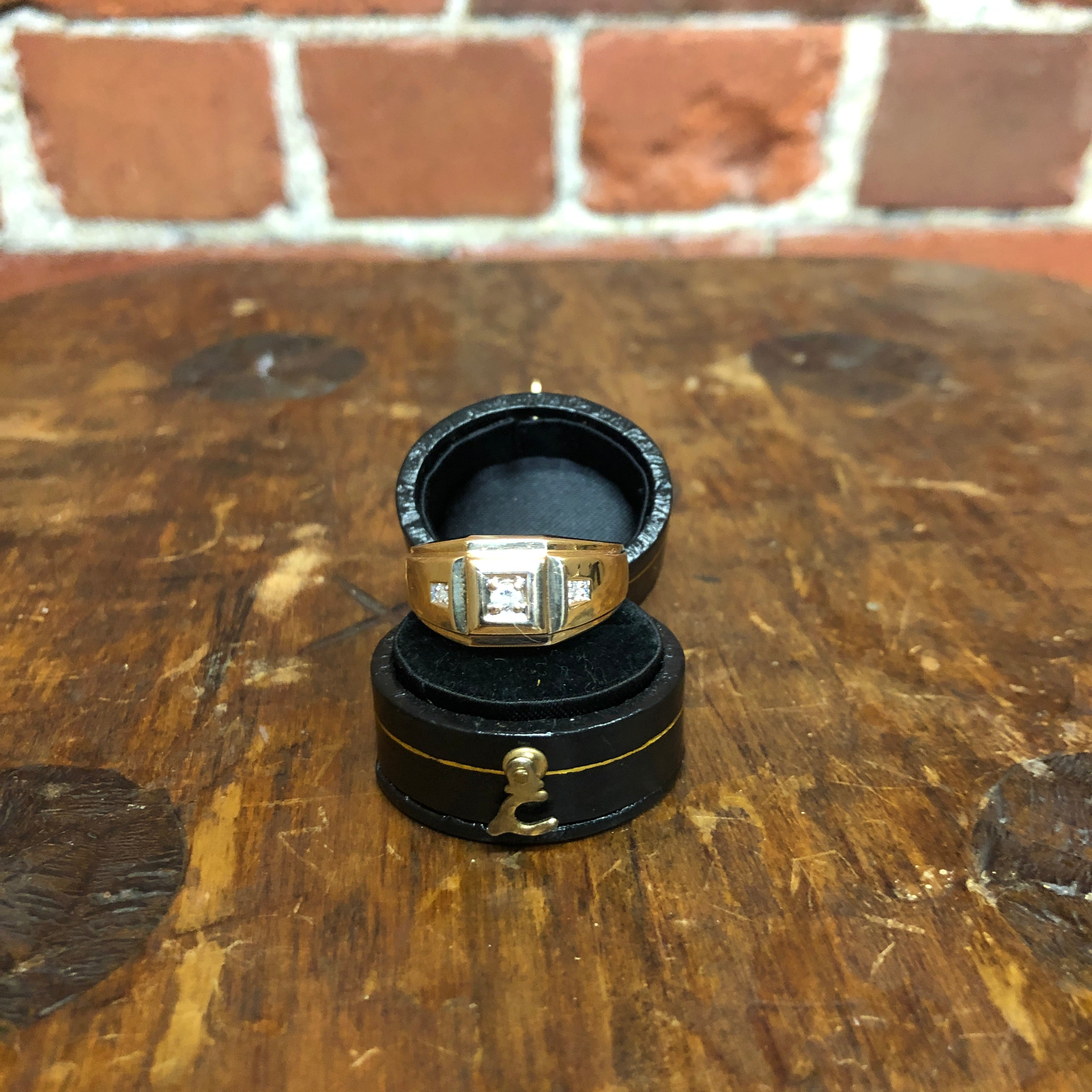Vintage 10K gold and diamond ring