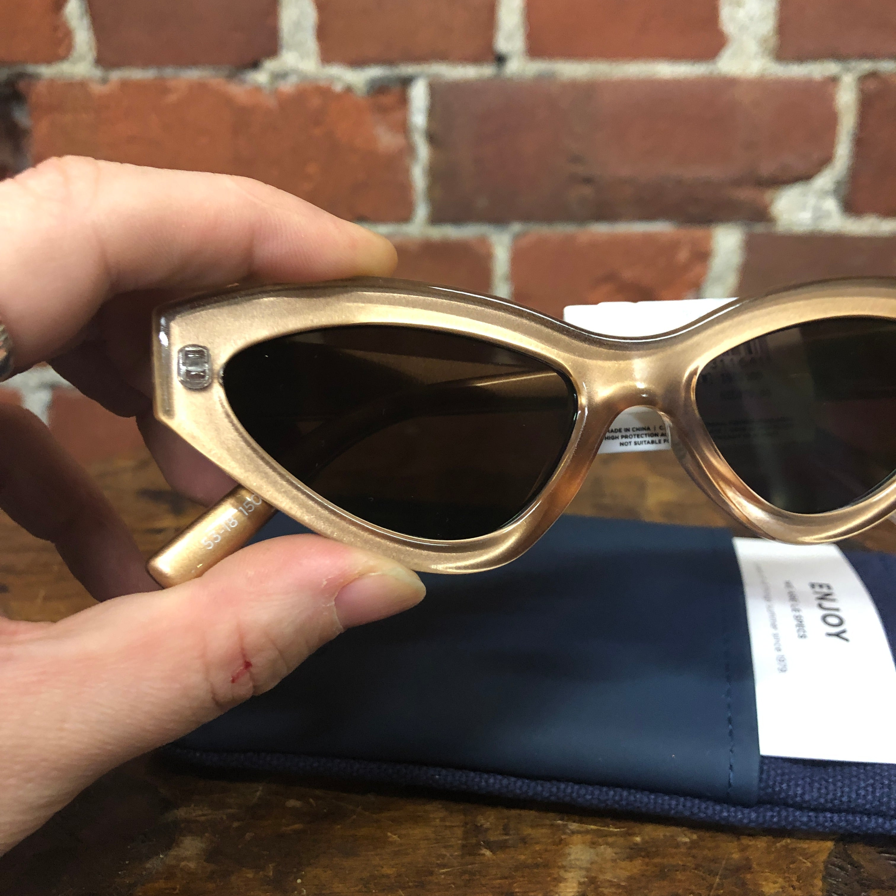 LE SPECS SYNTHCAT gold