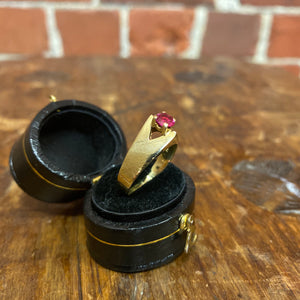 14k gold and cut glass ring
