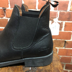 Leather ankle boots 37