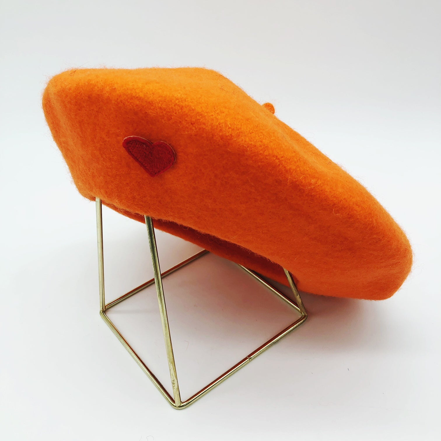 beret-orange-coeur-rouge-laine-gili-amour