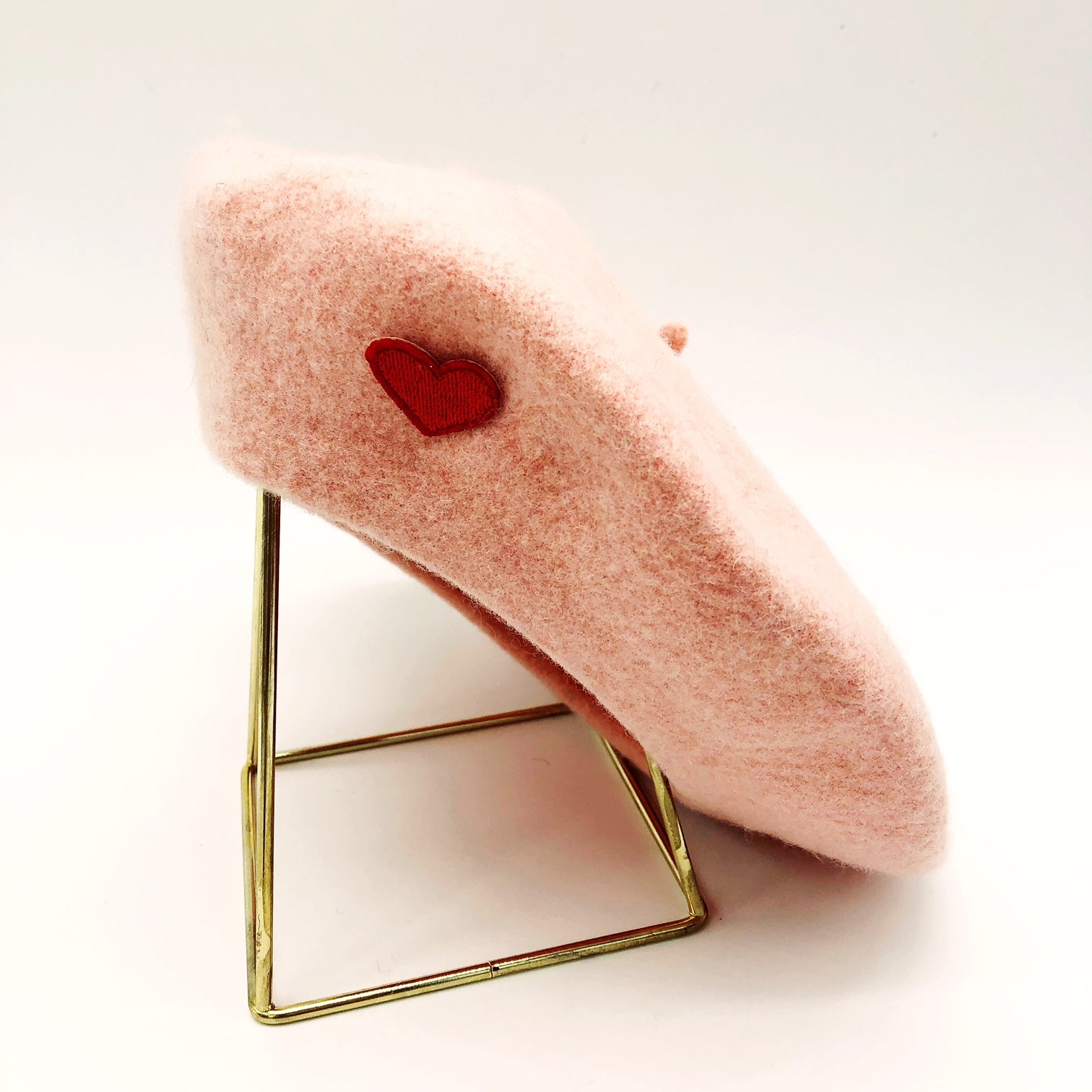 beret-rose-coeur-rouge-laine-gili-amour
