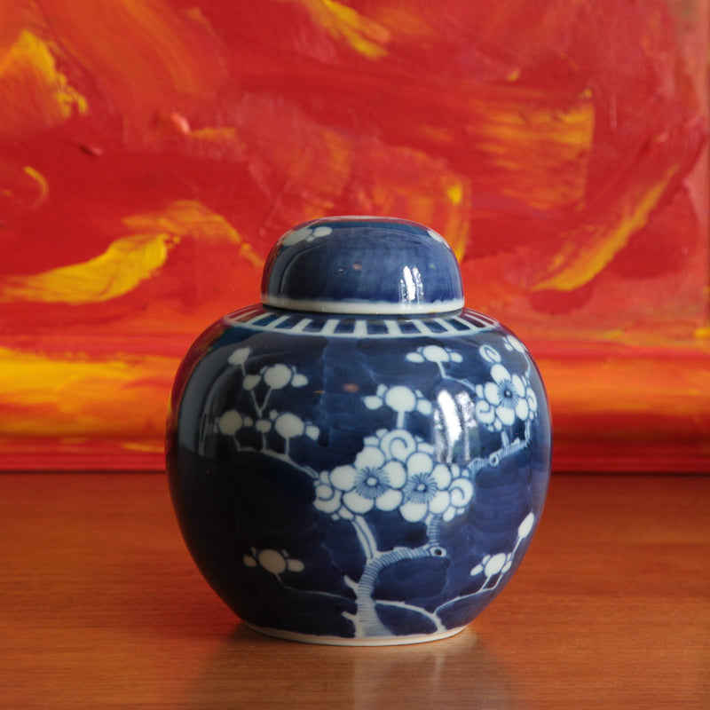 Vintage Hand Painted Oriental Blue and White Porcelain Ginger Jar (1)