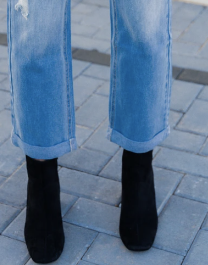Cuffed Jeans and black boots