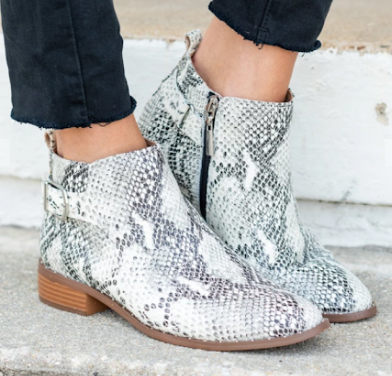How To Style Snakeskin Shoes 10 Looks To Try The Mint Julep Boutique