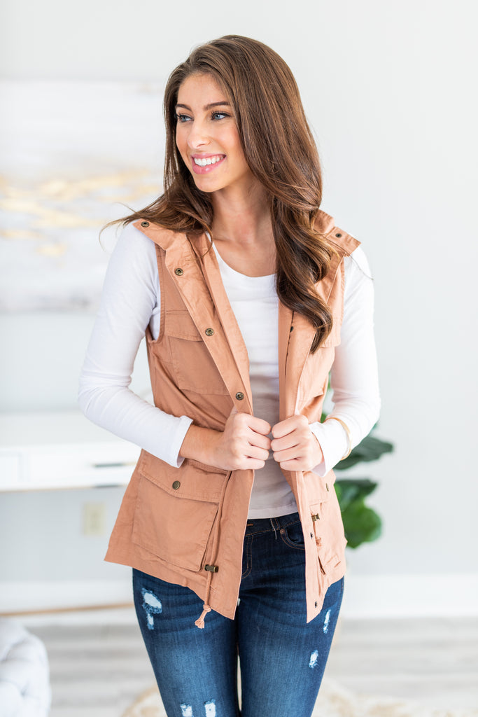 fall, vest, fall vest, trendy, utility vest, winter, winter vest, pockets, button from closure, hood, cinched waist, taupe, taupe vest