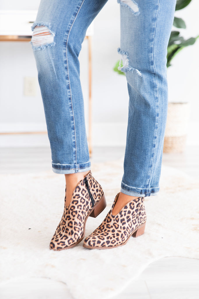 shoes,  booties, leopard print, leopard printed booties, animal print, animal printed booties, black, brown, black and brown booties, heels, heeled booties, fall, fall shoes, easy to style, everyday, work, shopping, night out