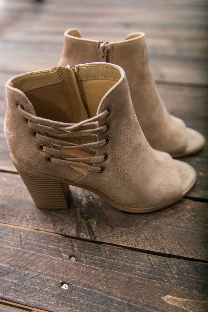 Chic Streets Booties, Tan