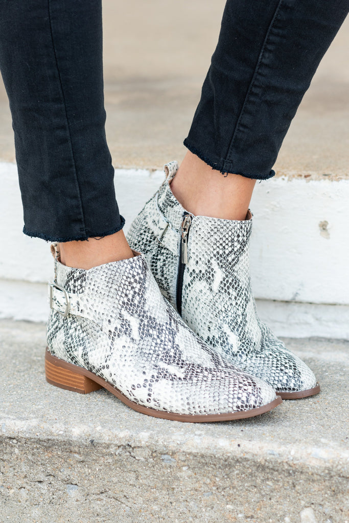 shoes, booties, fall shoes, short heel, snakeskin, animal print, steve madden, white, chic