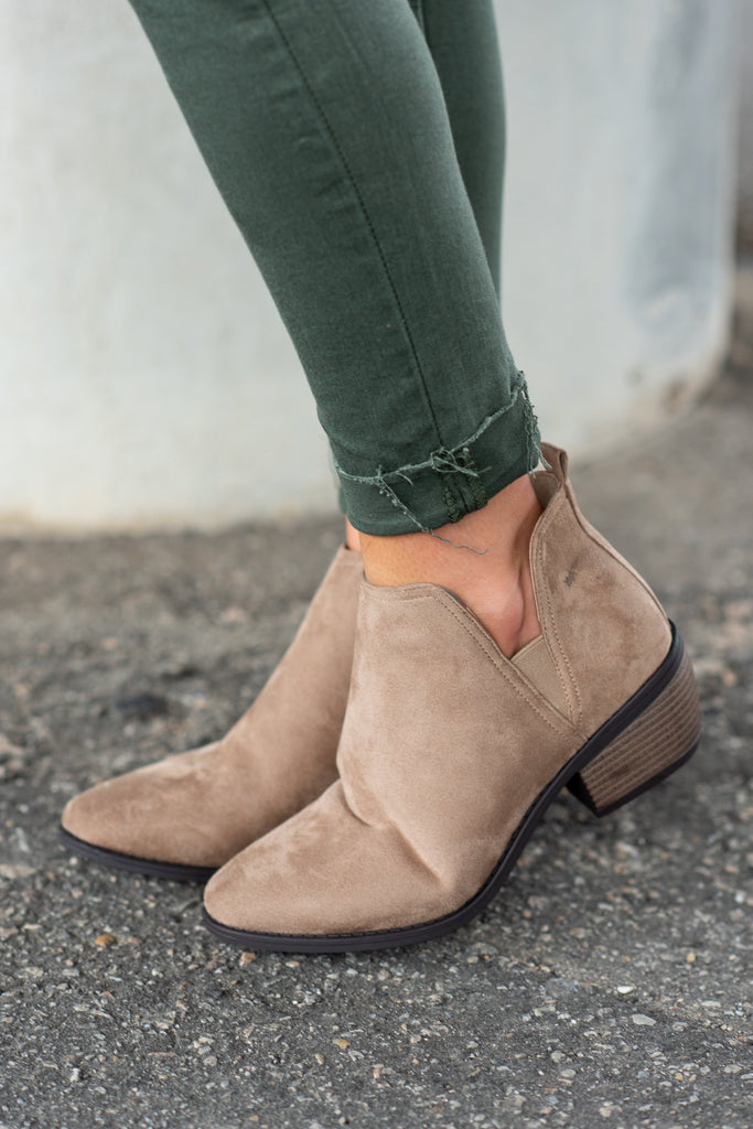 shoes, booties, fall shoes, close toed, short heels, brown, solid