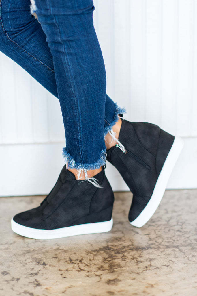 wedge sneakers, fall, winter, edgy, chic, black sneakers, shoes, sneakers, side zip closure, wedge heel, solid coloring