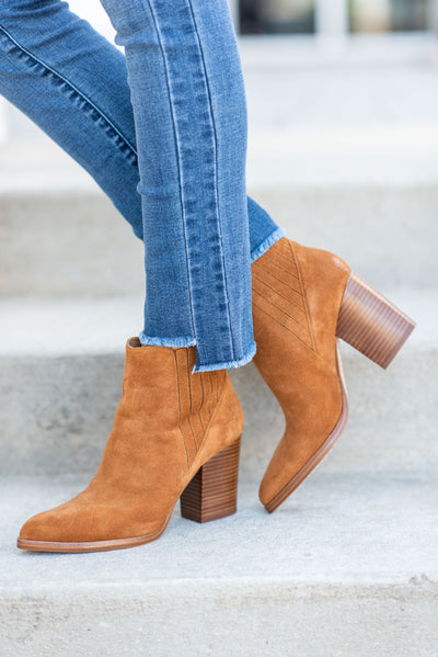 Marc Fisher: The Alva Bootie, Rhum