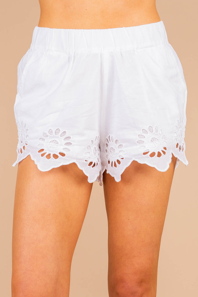 shorts, elastic waist, pockets, full lining, eyelet detail, scalloped edge hem, white shorts, cotton fabric, comfy, white eyelet
